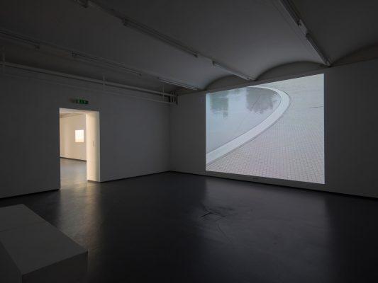 BERÜHREN SIE NICHT DEN FLUCHTPUNKT  Ausstellungsansicht Fotogalerie Wien