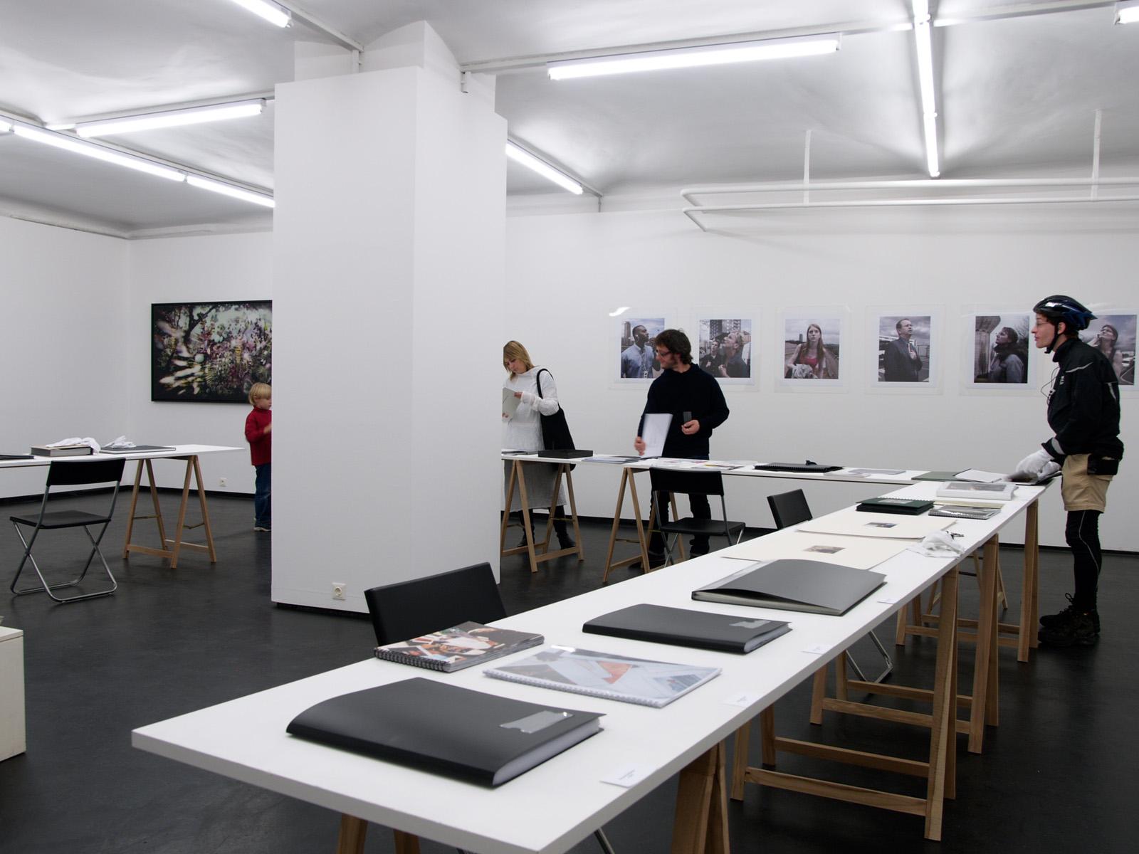 WAZZUP Ausstellungsansicht Fotogalerie Wien