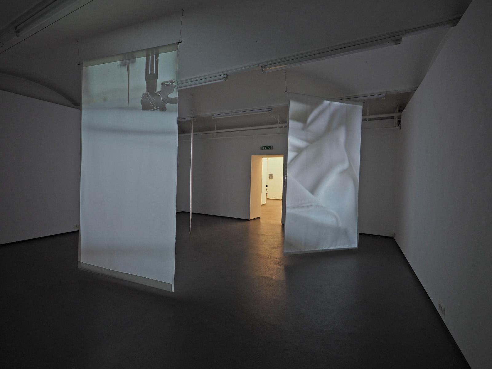 SOLO X - OLENA NEWKRYTA  Ausstellungsansicht Fotogalerie Wien